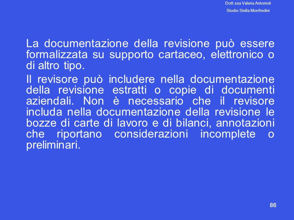 86 La documentazione della revisione può essere formalizzata su supporto cartaceo, elettronico o di altro tipo. Il revisore può includere nella docume