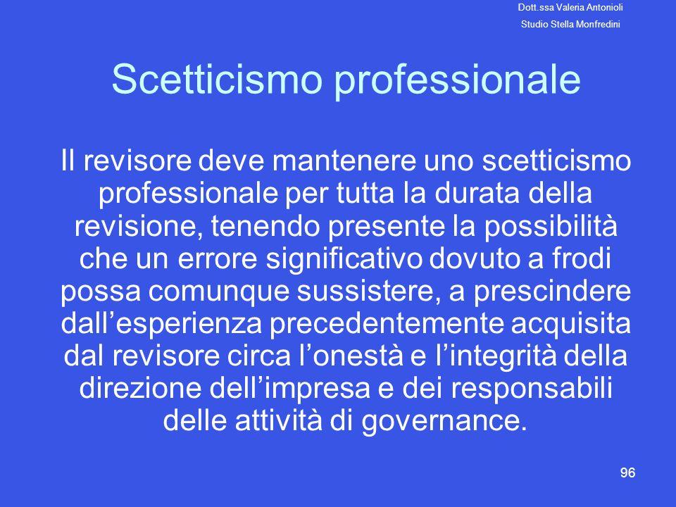 96 Scetticismo professionale Il revisore deve mantenere uno scetticismo professionale per tutta la durata della revisione, tenendo presente la possibi