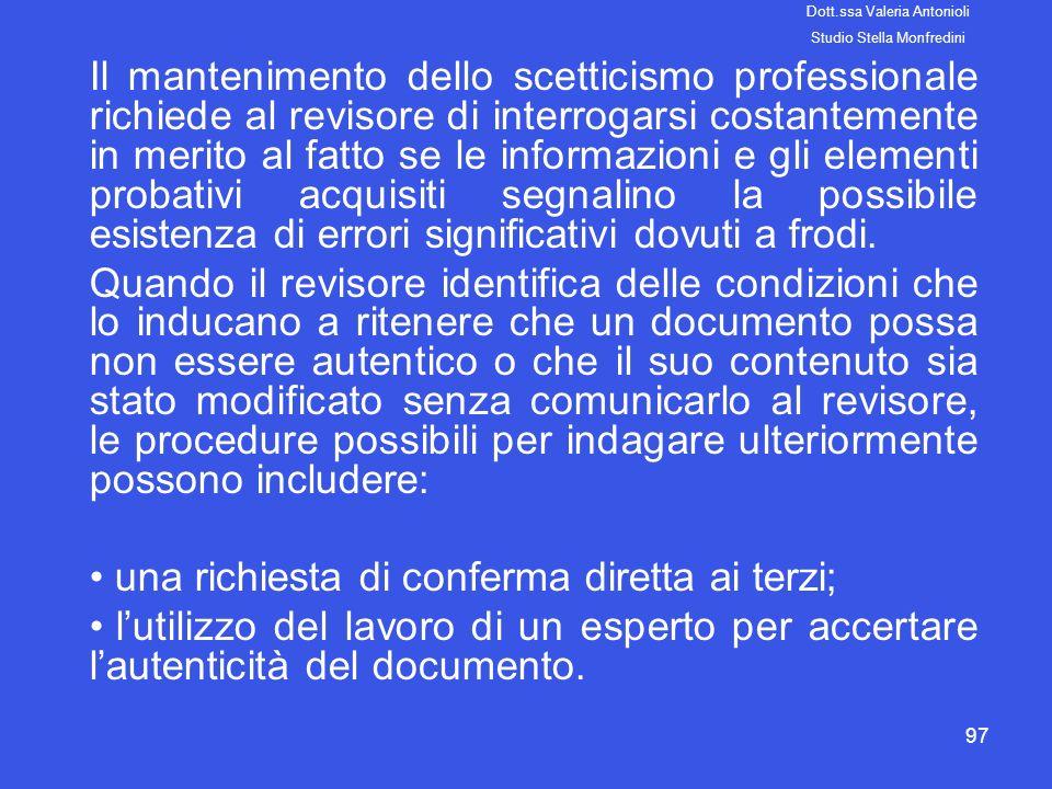 97 Il mantenimento dello scetticismo professionale richiede al revisore di interrogarsi costantemente in merito al fatto se le informazioni e gli elem
