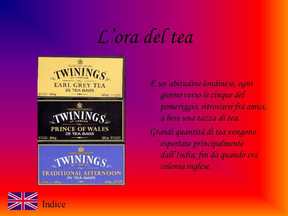 Lora del tea È unabitudine londinese, ogni giorno verso le cinque del pomeriggio, ritrovarsi fra amici, a bere una tazza di tea.
