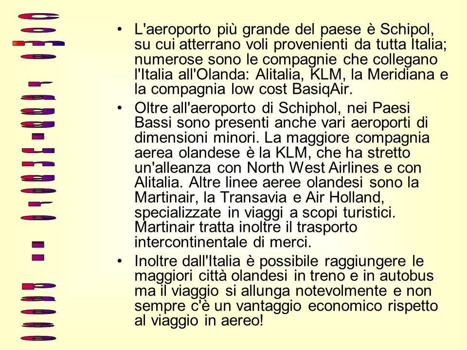 L'aeroporto più grande del paese è Schipol, su cui atterrano voli provenienti da tutta Italia; numerose sono le compagnie che collegano l'Italia all'O