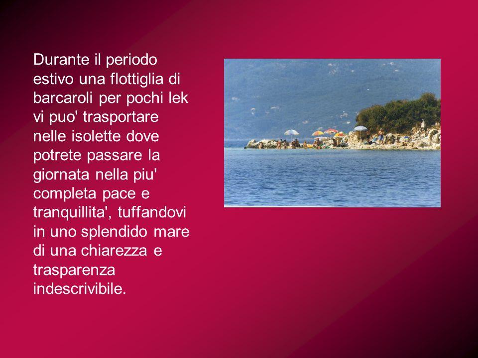 Durante il periodo estivo una flottiglia di barcaroli per pochi lek vi puo' trasportare nelle isolette dove potrete passare la giornata nella piu' com