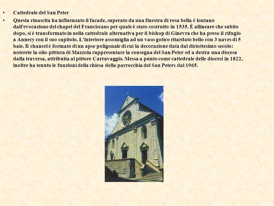 Cattedrale del San Peter Questa rinascita ha influenzato il facade, superato da una finestra di rosa bella è lontano dall'evocazione del chapel del Fr
