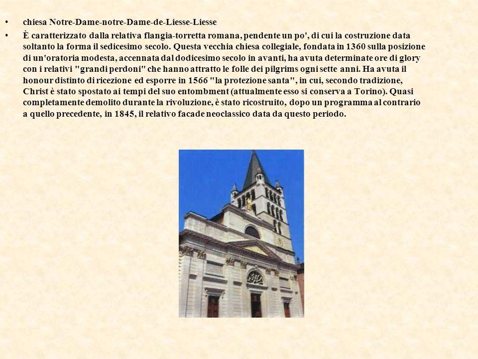 chiesa Notre-Dame-notre-Dame-de-Liesse-Liesse È caratterizzato dalla relativa flangia-torretta romana, pendente un po', di cui la costruzione data sol