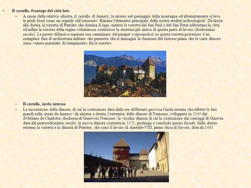 Il castello, frontage del città-lato –A causa della relativa siluetta, il castello di Annecy, le misure nel paesaggio della montagna ed alternatamente