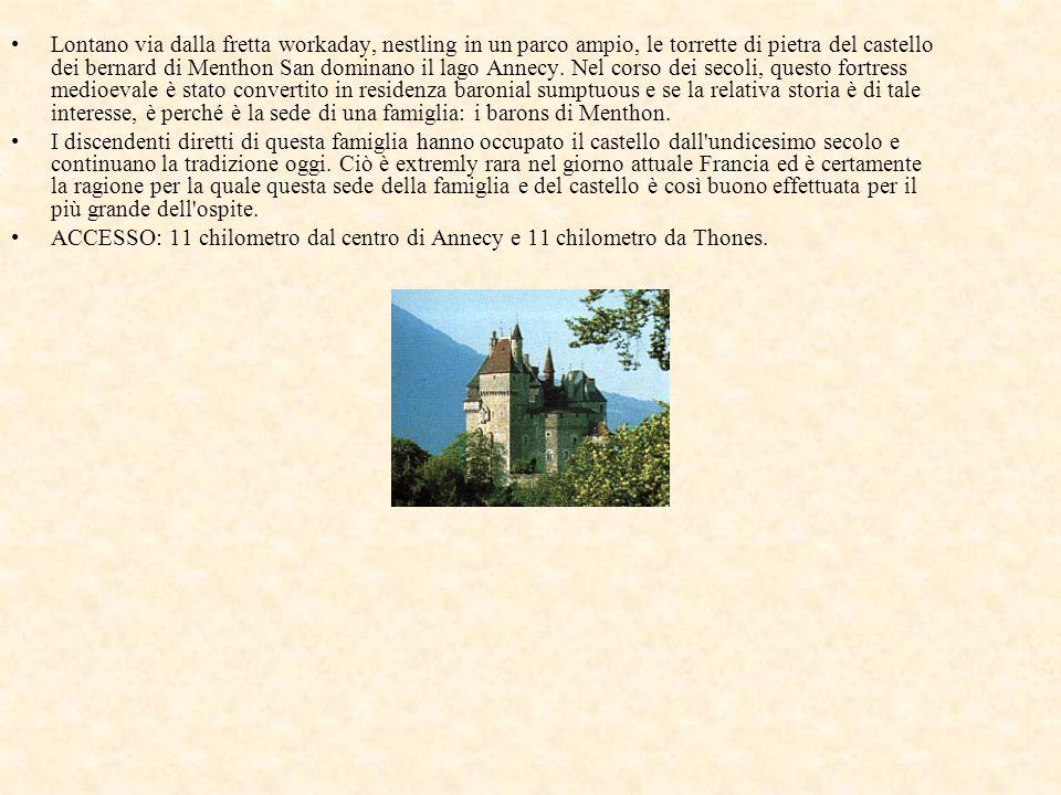 Lontano via dalla fretta workaday, nestling in un parco ampio, le torrette di pietra del castello dei bernard di Menthon San dominano il lago Annecy.