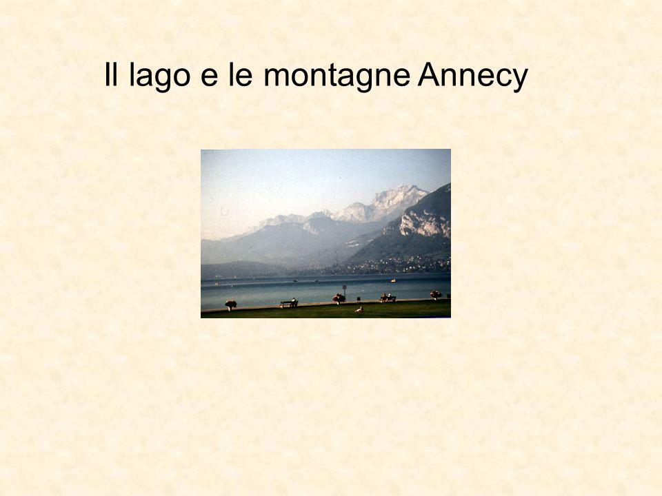 Il lago e le montagne Annecy