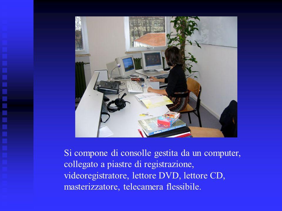 Le postazioni degli studenti sono dotate di cuffie, monitor, registratore virtuale.