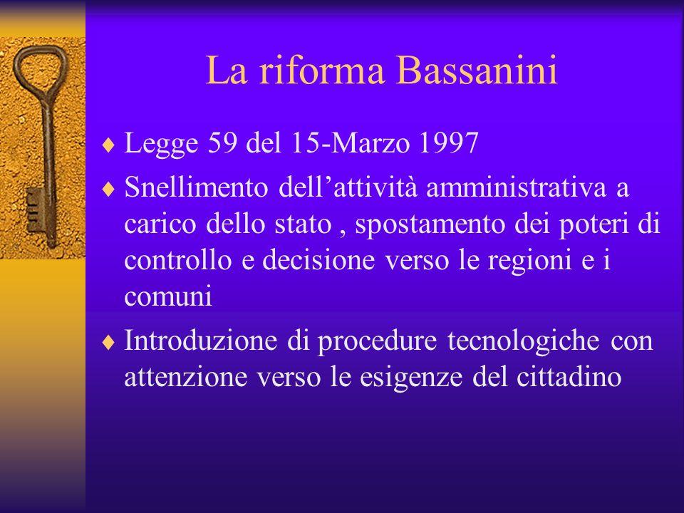 Lo Stato e Internet Il Governo Italiano comincia a prestare attenzione ad Internet nel 1999, molto più tardi delle altre nazioni europee. La burocrazi