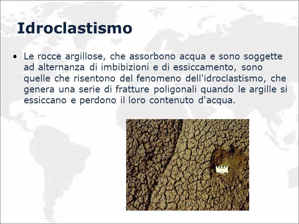 Le rocce argillose, che assorbono acqua e sono soggette ad alternanza di imbibizioni e di essiccamento, sono quelle che risentono del fenomeno dell'id