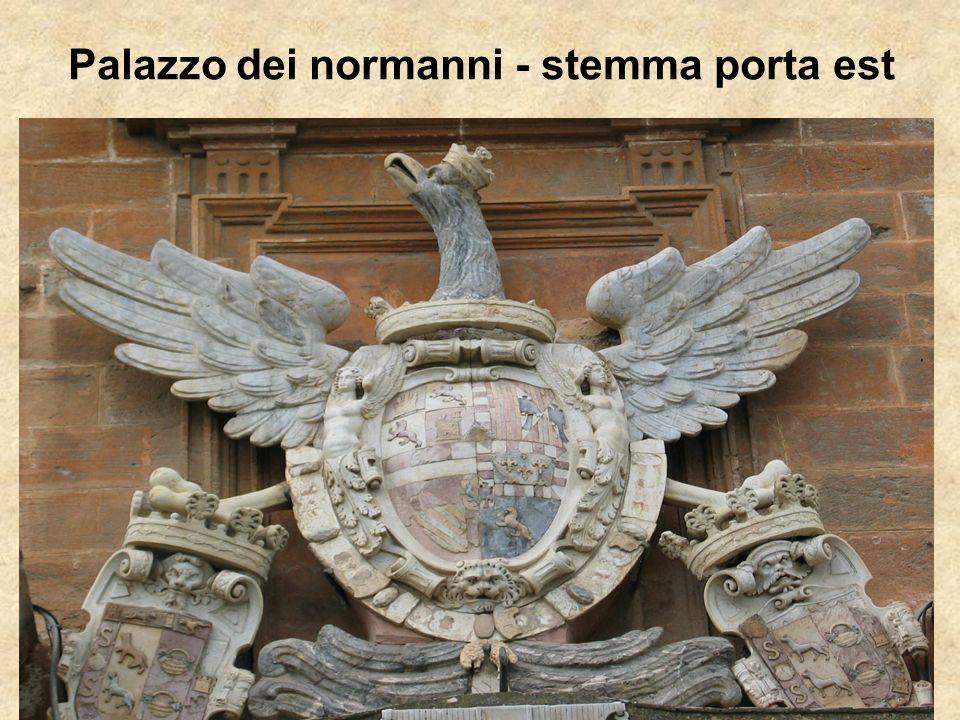 Palazzo dei normanni - stemma porta est