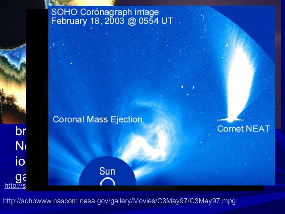 Oltre la cromosfera e presente una vasta regione di gas ionizzato e caldissimo ed estremamente rarefatto, detta corona solare; essa ha una luminosita molto inferiore a quella della fotosfera e pertanto non e normalmente visibile, se non durante le eclissi di Sole, che ne oscurano la parte piu brillante.