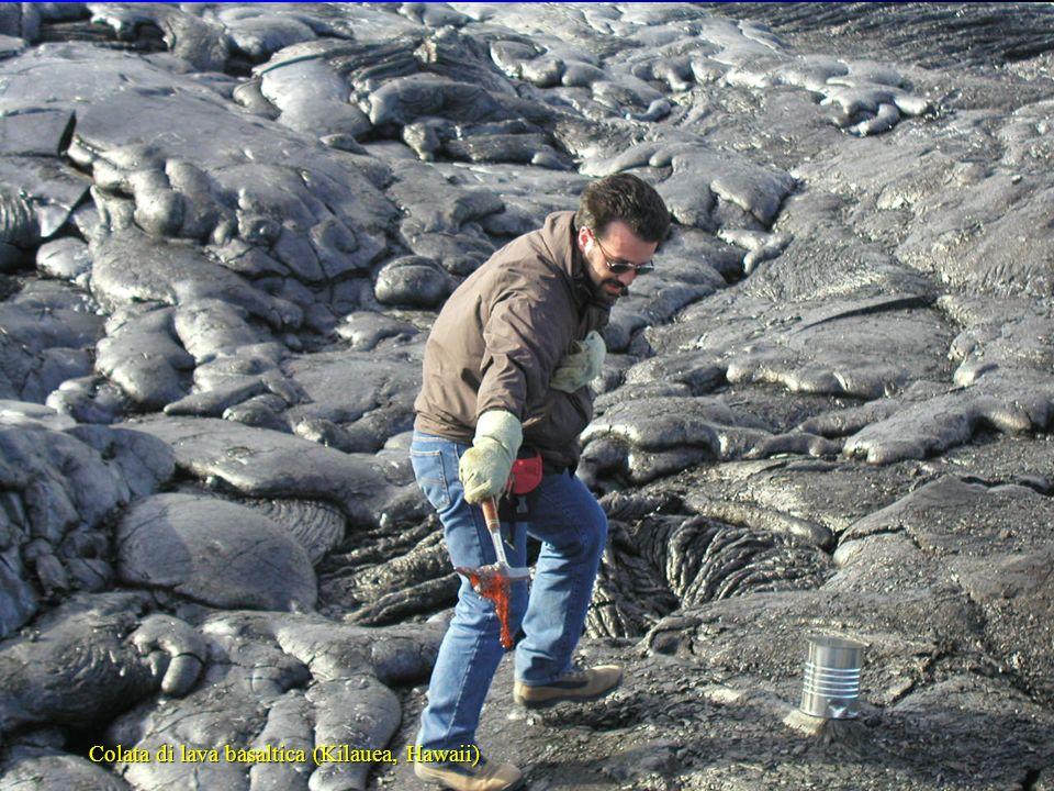 Corso di Petrografia con elementi di Mineralogia (M. Lustrino) A.A. 2004/2005 PACE Colata di lava basaltica (Kilauea, Hawaii)