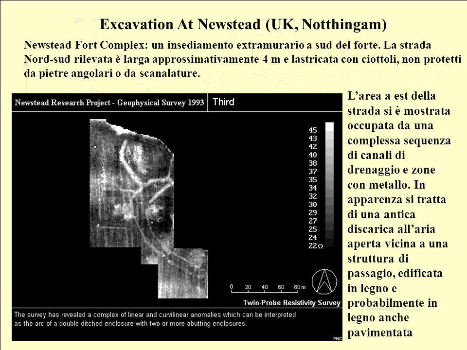 Excavation At Newstead (UK, Notthingam) Newstead Fort Complex: un insediamento extramurario a sud del forte. La strada Nord-sud rilevata è larga appro