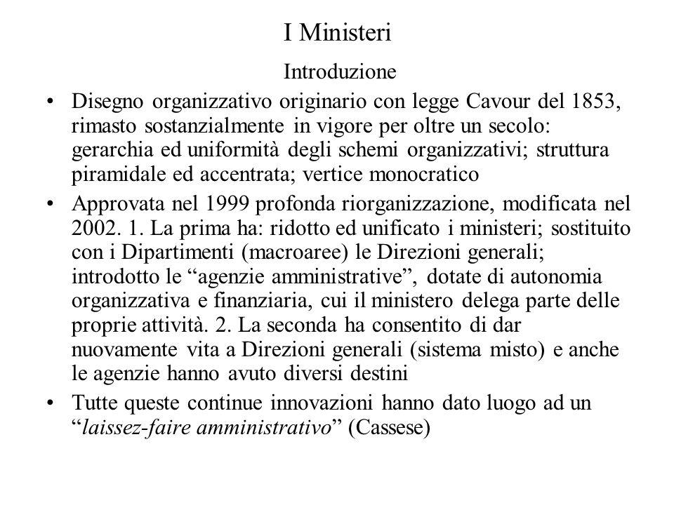 I Ministeri Introduzione Disegno organizzativo originario con legge Cavour del 1853, rimasto sostanzialmente in vigore per oltre un secolo: gerarchia