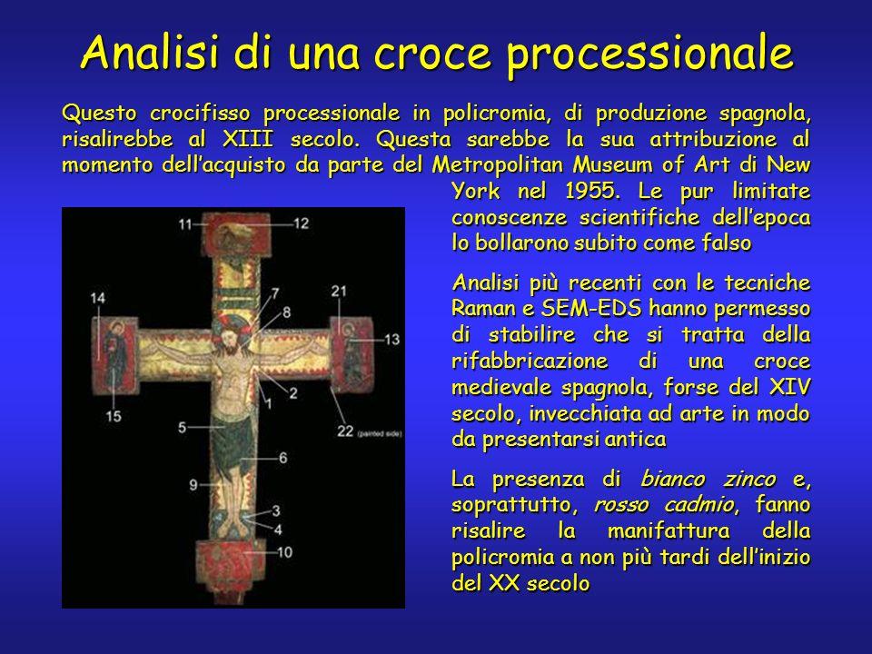 Questo crocifisso processionale in policromia, di produzione spagnola, risalirebbe al XIII secolo.