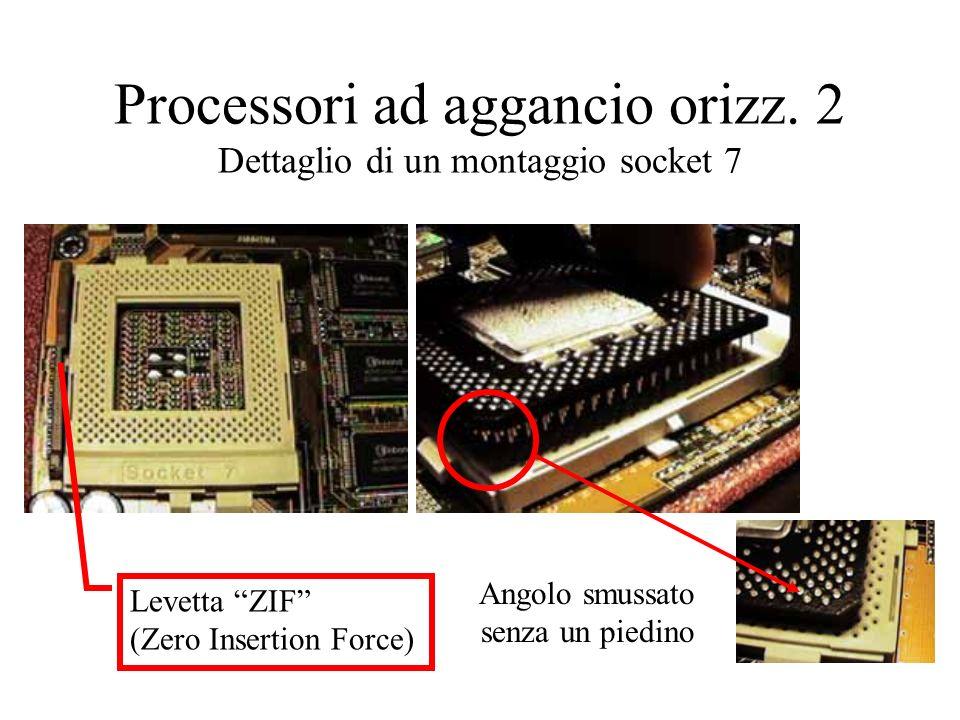 Processori ad aggancio orizz. 2 Dettaglio di un montaggio socket 7 Angolo smussato senza un piedino Levetta ZIF (Zero Insertion Force)