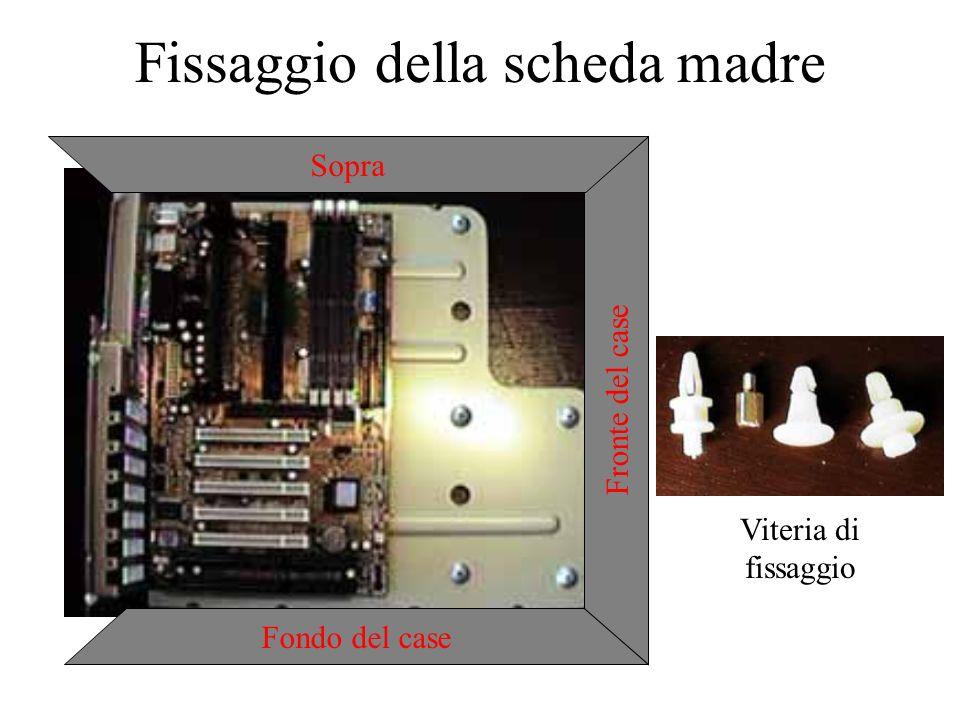Fissaggio della scheda madre Fondo del case Fronte del case Sopra Viteria di fissaggio