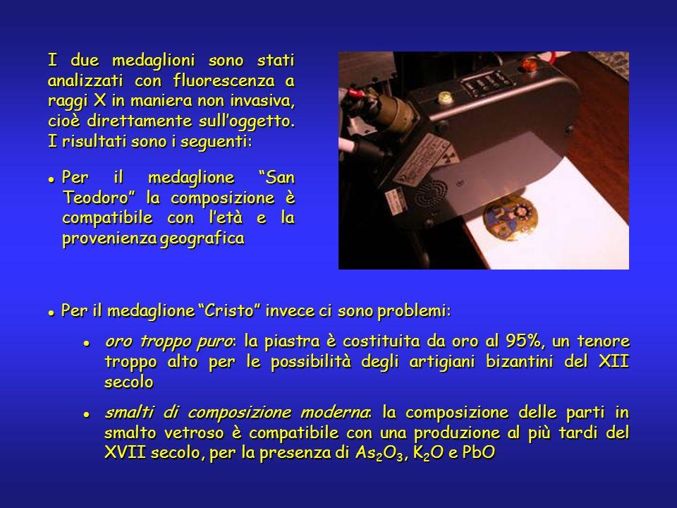 I due medaglioni sono stati analizzati con fluorescenza a raggi X in maniera non invasiva, cioè direttamente sulloggetto. I risultati sono i seguenti: