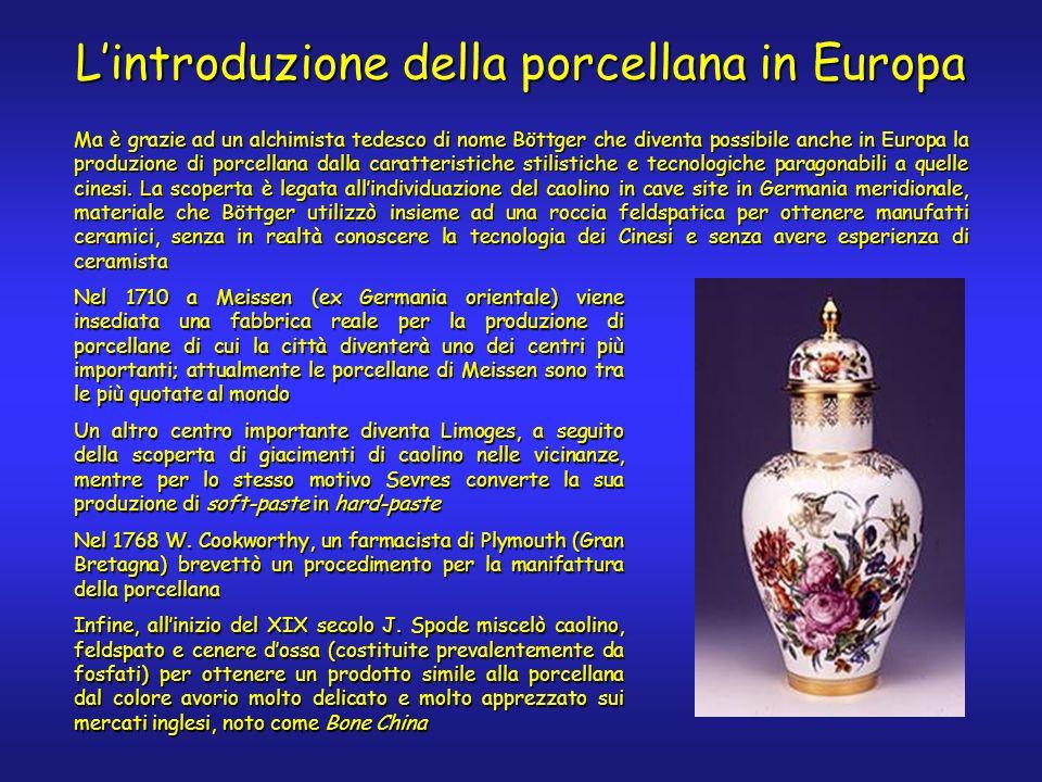 Ma è grazie ad un alchimista tedesco di nome Böttger che diventa possibile anche in Europa la produzione di porcellana dalla caratteristiche stilistiche e tecnologiche paragonabili a quelle cinesi.