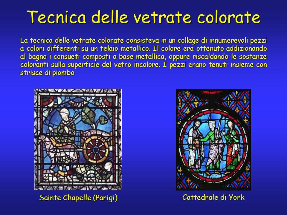 Tecnica delle vetrate colorate La tecnica delle vetrate colorate consisteva in un collage di innumerevoli pezzi a colori differenti su un telaio metallico.