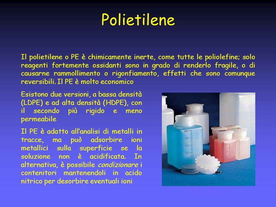 Polietilene Il polietilene o PE è chimicamente inerte, come tutte le poliolefine; solo reagenti fortemente ossidanti sono in grado di renderlo fragile, o di causarne rammollimento o rigonfiamento, effetti che sono comunque reversibili.
