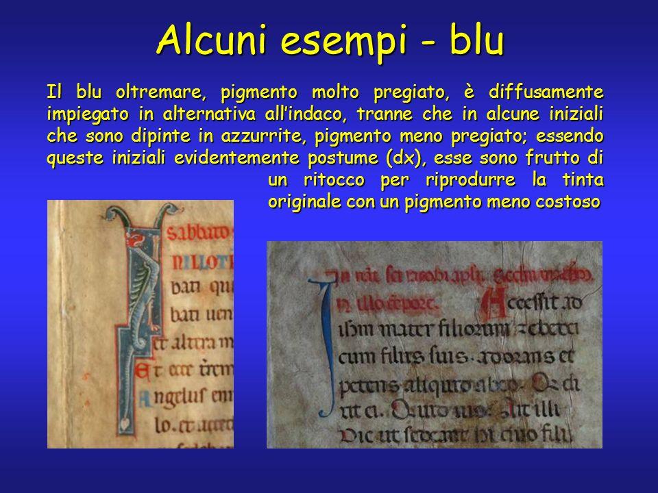 Alcuni esempi - blu Il blu oltremare, pigmento molto pregiato, è diffusamente impiegato in alternativa allindaco, tranne che in alcune iniziali che sono dipinte in azzurrite, pigmento meno pregiato; essendo queste iniziali evidentemente postume (dx), esse sono frutto di un ritocco per riprodurre la tinta originale con un pigmento meno costoso