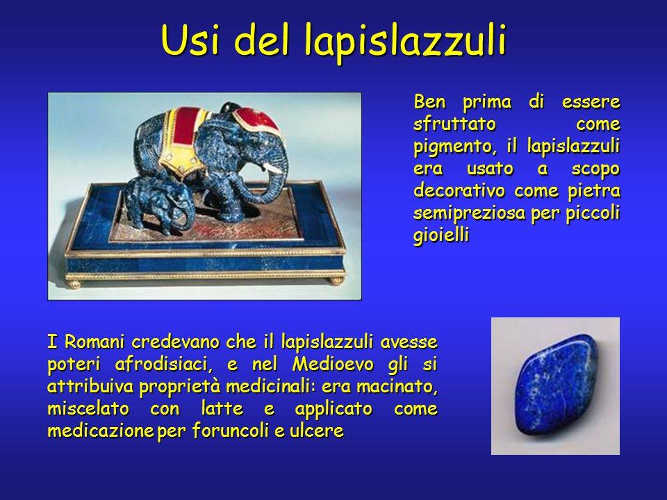 Ben prima di essere sfruttato come pigmento, il lapislazzuli era usato a scopo decorativo come pietra semipreziosa per piccoli gioielli Usi del lapisl