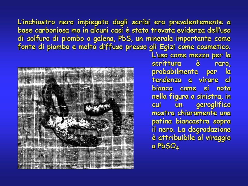 Linchiostro nero impiegato dagli scribi era prevalentemente a base carboniosa ma in alcuni casi è stata trovata evidenza delluso di solfuro di piombo o galena, PbS, un minerale importante come fonte di piombo e molto diffuso presso gli Egizi come cosmetico.