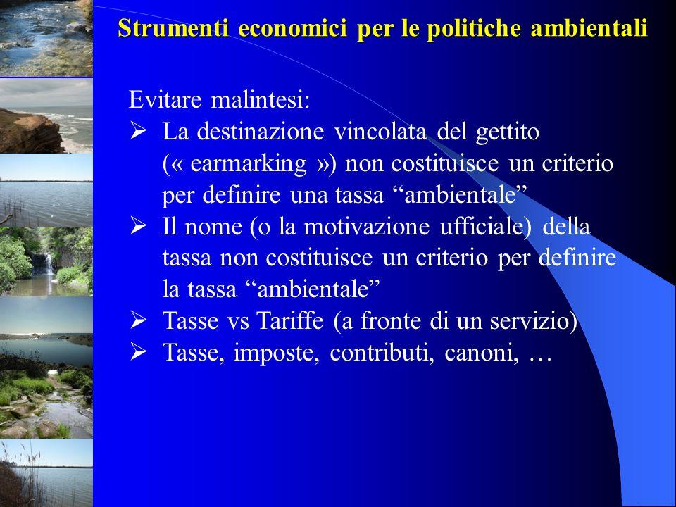 Strumenti economici per le politiche ambientali Classificazione OCSE tradizionale distingue fra: 1.Strumenti di regolamentazione [Command & Control] (standards, divieti) 2.Strumenti volontari (accordi volontari, diffusione buone pratiche, informazione) 3.Strumenti economici (tasse, tariffe, sussidi, creazione di mercati, sanzioni) Evoluzione storica da 1 a 2 a 3; i mix di policy