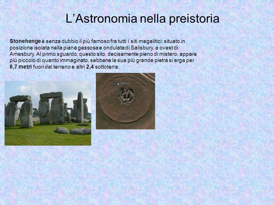 LAstronomia nella preistoria Stonehenge è senza dubbio il più famoso fra tutti i siti megalitici; situato in posizione isolata nella piana gessosa e o