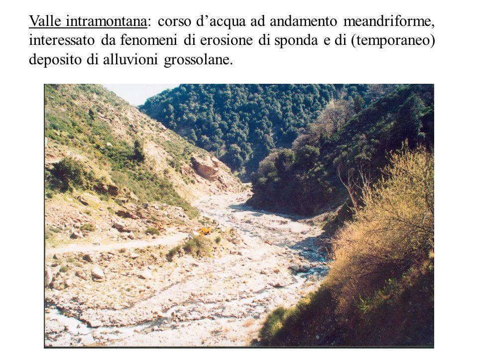 Valle intramontana: corso dacqua ad andamento meandriforme, interessato da fenomeni di erosione di sponda e di (temporaneo) deposito di alluvioni gros