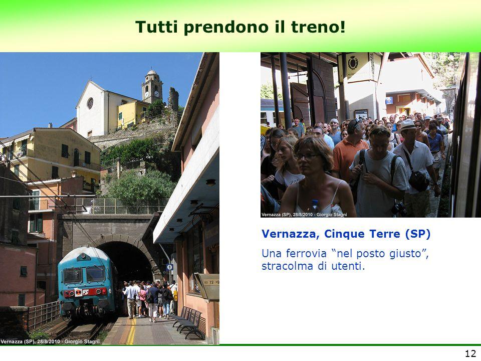 12 Tutti prendono il treno! Vernazza, Cinque Terre (SP) Una ferrovia nel posto giusto, stracolma di utenti.
