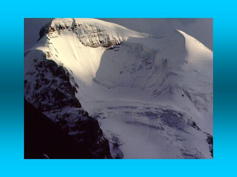Movimento dei ghiacciai Nei ghiacciai temperati (dove la temperatura, vicina a 0° c, può determinare la parziale fusione del ghiaccio posto a contatto con il substrato roccioso) la presenza di un velo dacqua alla base facilità lo slittamento dello stesso ghiacciaio sulla roccia Nei ghiacciai freddi (temperature molto più basse di 0° c ), dove sul fondo roccia e ghiaccio sono saldati assieme, il movimento si spiega con deformazioni interne alla massa di ghiaccio (che si comporta come un corpo plastico in grande) dovute alla pressione del ghiaccio sovrastante; tale processo prende il nome di estrusione Ghiaccio morto: ghiaccio rimasto isolato e talvolta ricoperto da detrito che costituisce una massa né alimentata né spinta