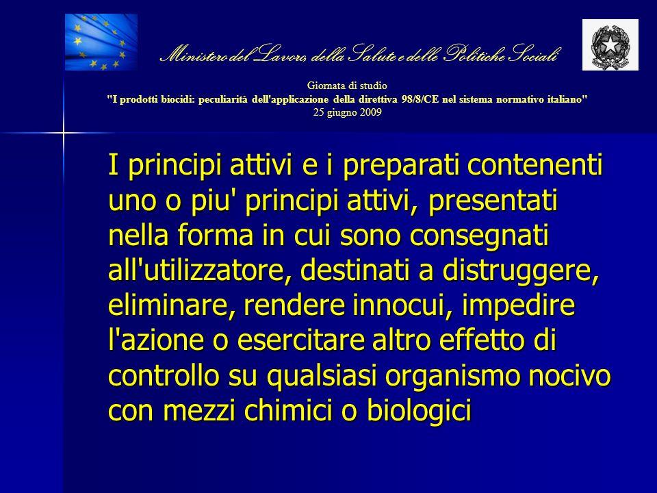 I principi attivi e i preparati contenenti uno o piu' principi attivi, presentati nella forma in cui sono consegnati all'utilizzatore, destinati a dis
