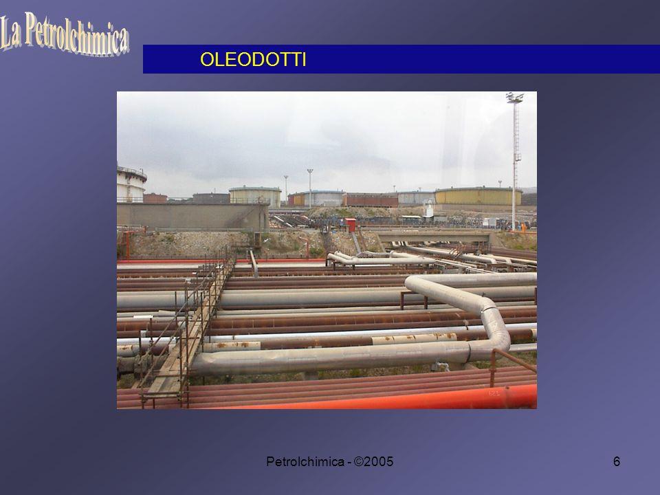 Petrolchimica - ©200577 Prima della seconda guerra mondiale l acetilene si preparava esclusivamente dal carburo di calcio.