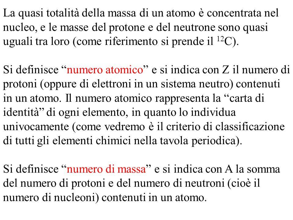 La quasi totalità della massa di un atomo è concentrata nel nucleo, e le masse del protone e del neutrone sono quasi uguali tra loro (come riferimento