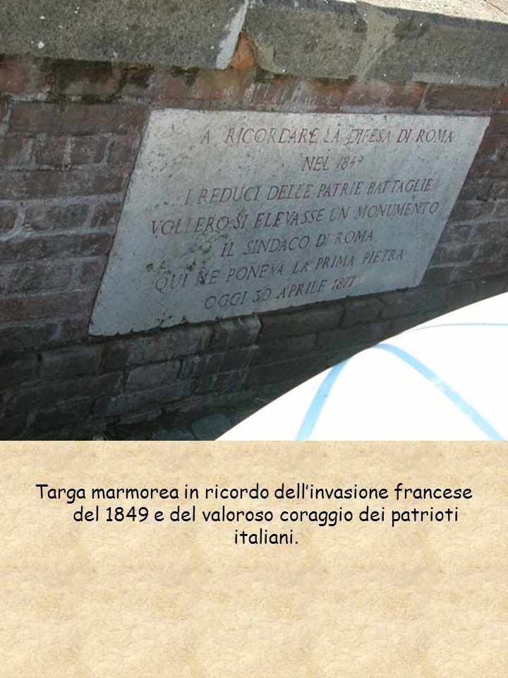 Targa marmorea in ricordo dellinvasione francese del 1849 e del valoroso coraggio dei patrioti italiani.