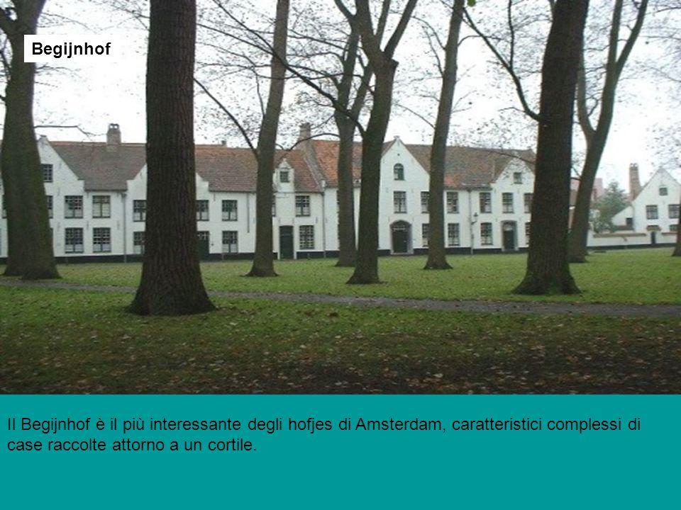 Il Begijnhof è il più interessante degli hofjes di Amsterdam, caratteristici complessi di case raccolte attorno a un cortile. Begijnhof