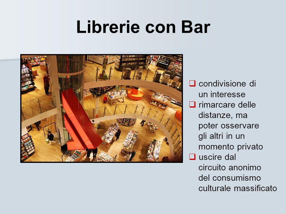 Librerie con Bar condivisione di un interesse rimarcare delle distanze, ma poter osservare gli altri in un momento privato uscire dal circuito anonimo