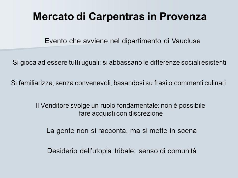 Mercato di Carpentras in Provenza Evento che avviene nel dipartimento di Vaucluse Si gioca ad essere tutti uguali: si abbassano le differenze sociali