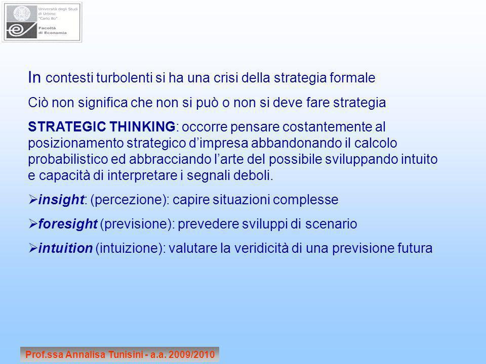 Prof.ssa Annalisa Tunisini - a.a. 2009/2010 In contesti turbolenti si ha una crisi della strategia formale Ciò non significa che non si può o non si d