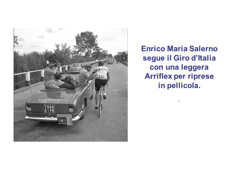 Enrico Maria Salerno segue il Giro dItalia con una leggera Arriflex per riprese in pellicola..