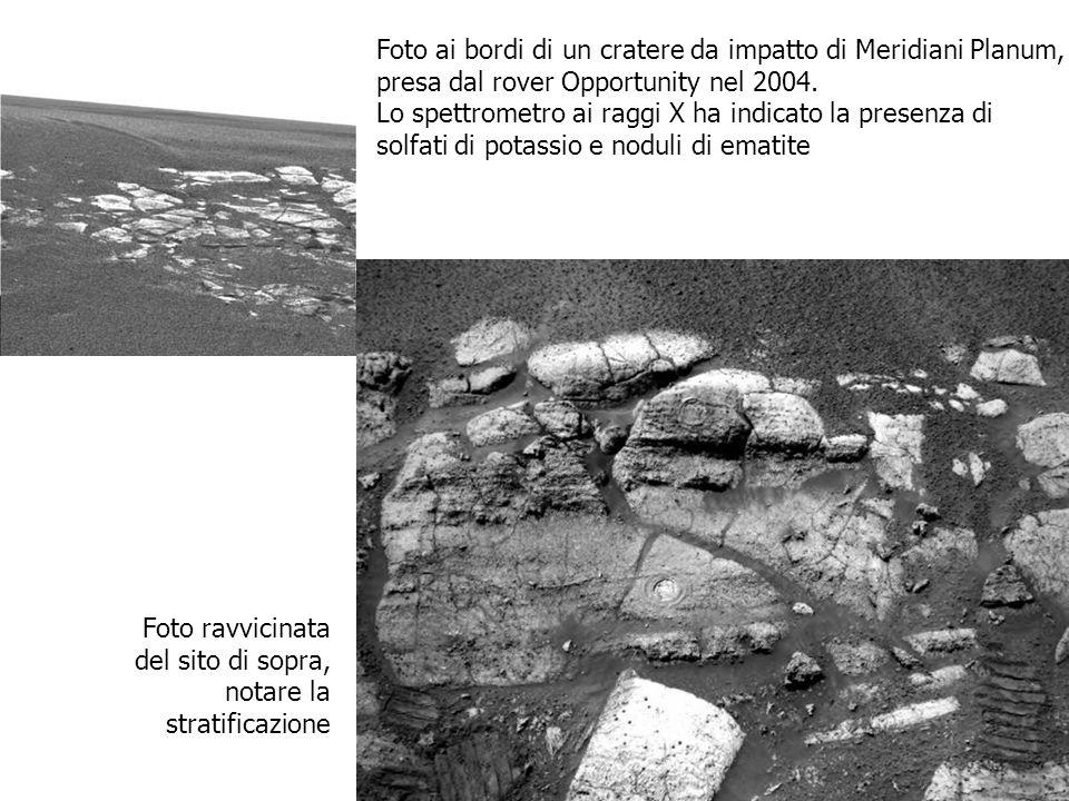 Foto ai bordi di un cratere da impatto di Meridiani Planum, presa dal rover Opportunity nel 2004. Lo spettrometro ai raggi X ha indicato la presenza d
