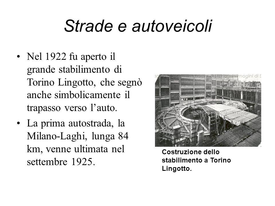 Strade e autoveicoli Nel 1922 fu aperto il grande stabilimento di Torino Lingotto, che segnò anche simbolicamente il trapasso verso lauto. La prima au
