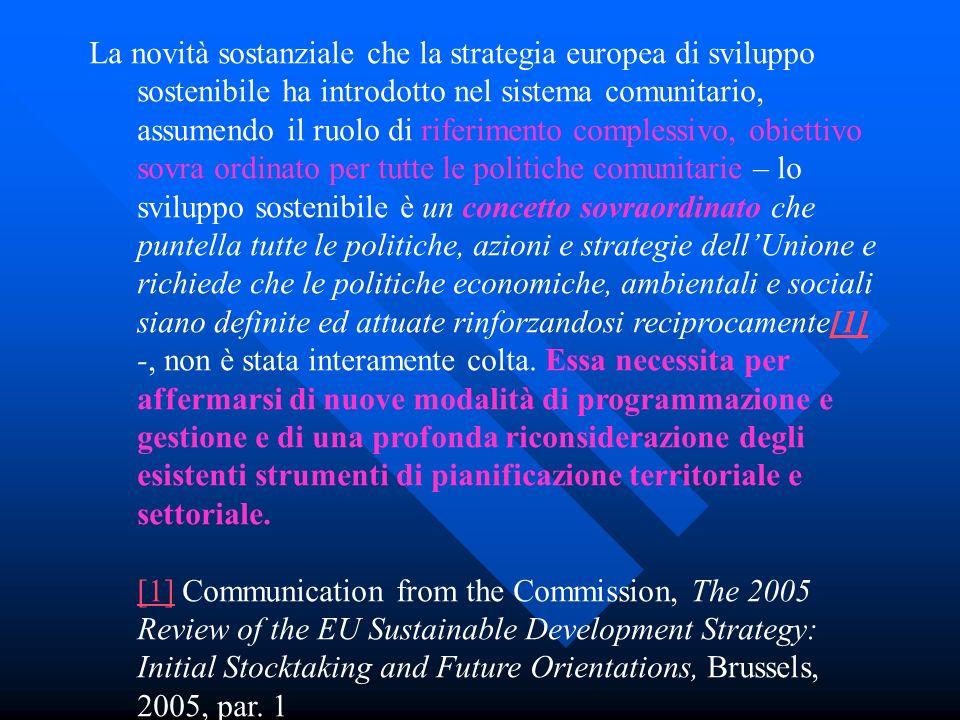 La novità sostanziale che la strategia europea di sviluppo sostenibile ha introdotto nel sistema comunitario, assumendo il ruolo di riferimento comple