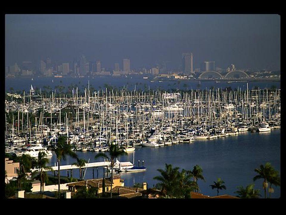 26 Allestremità della california si trova la contea di San Diego, con il suo clima quasi perfetto, una costa di 113 chilometri di spiagge bagnate dal