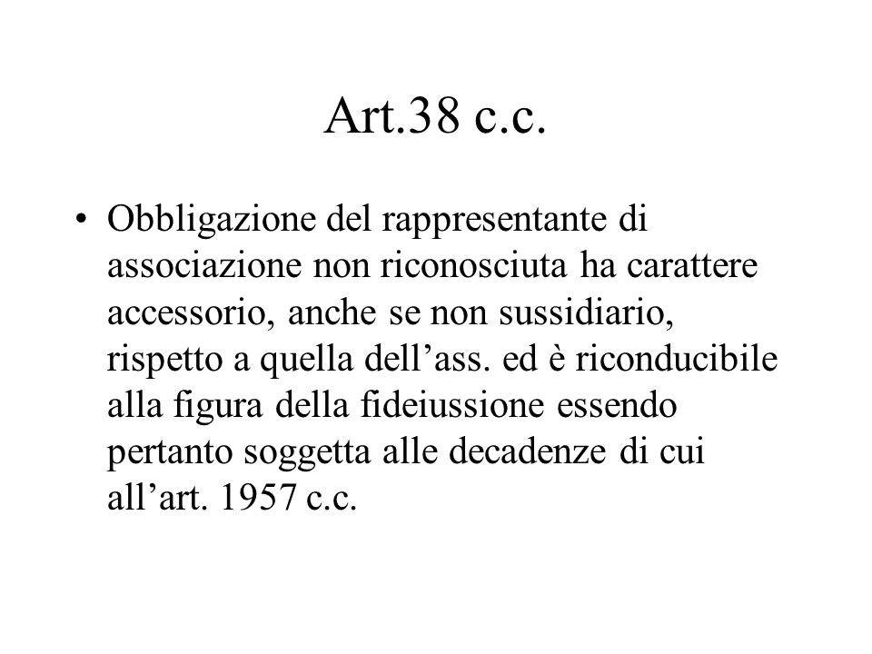 Art.38 c.c. Obbligazione del rappresentante di associazione non riconosciuta ha carattere accessorio, anche se non sussidiario, rispetto a quella dell