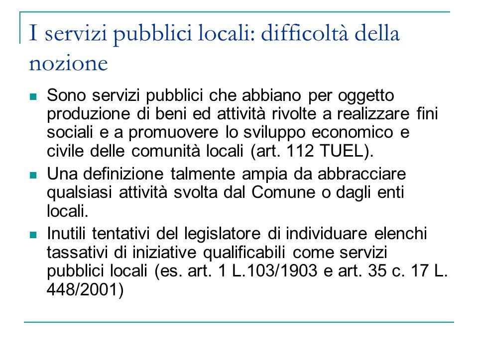 I servizi pubblici locali: difficoltà della nozione Sono servizi pubblici che abbiano per oggetto produzione di beni ed attività rivolte a realizzare