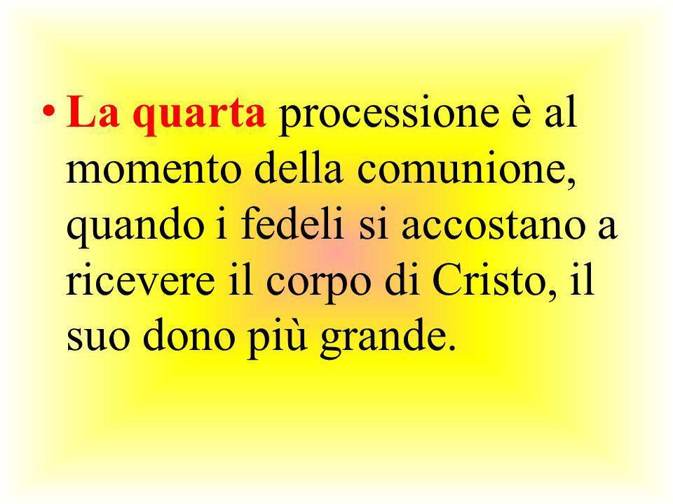 La quarta processione è al momento della comunione, quando i fedeli si accostano a ricevere il corpo di Cristo, il suo dono più grande.